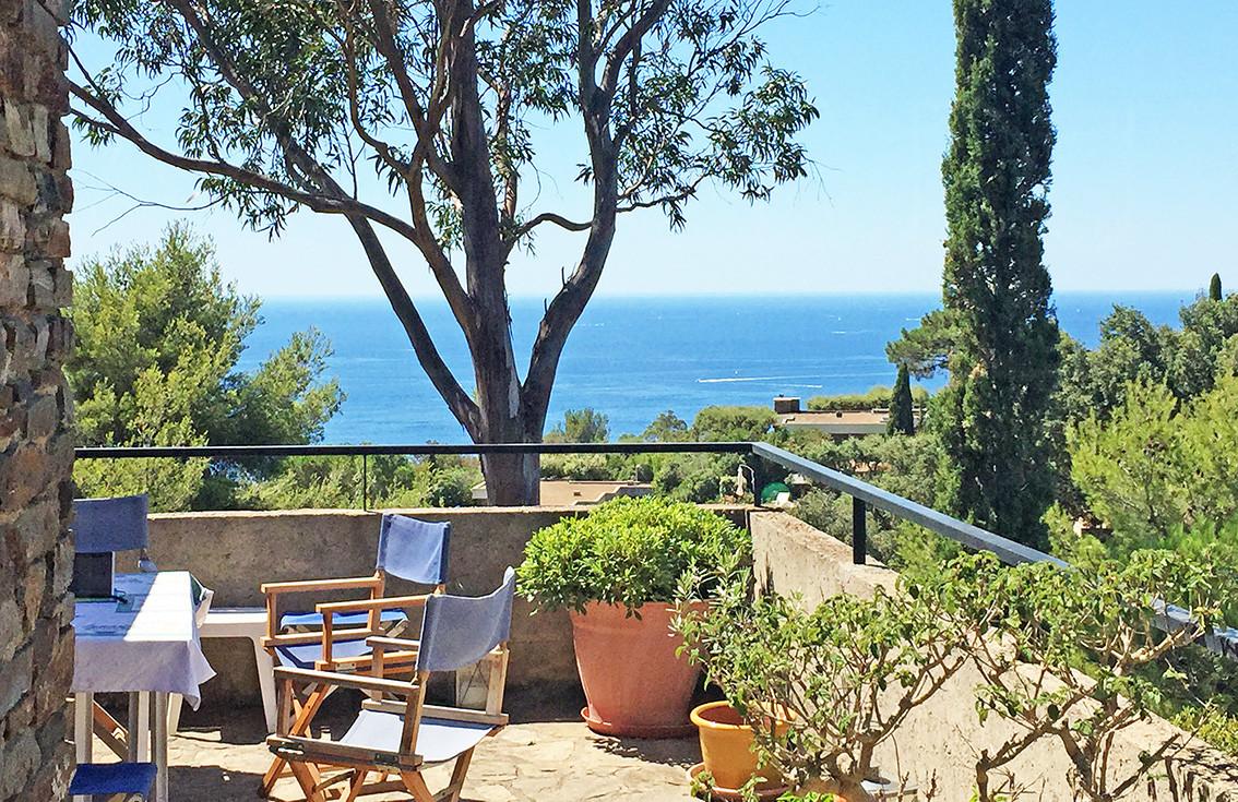 maison a vendre au gaou b nat maison avec vue mer panoramique dans un domaine priv et. Black Bedroom Furniture Sets. Home Design Ideas