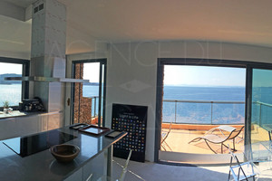 House with panoramic sea view and access to the sea in Levant island